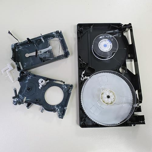 Поправяне на скъсана лента на видеокасета
