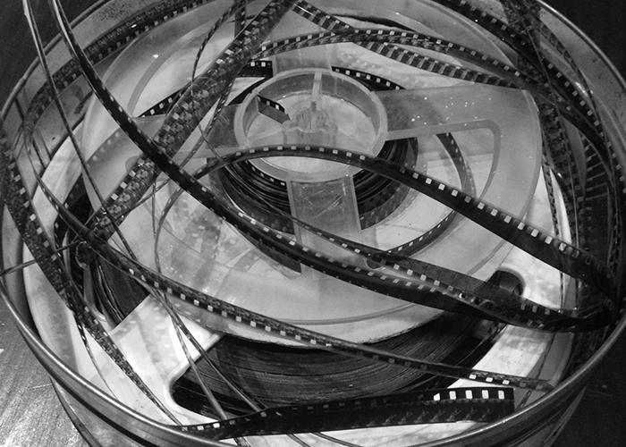 Поправяне на скъсани киноленти